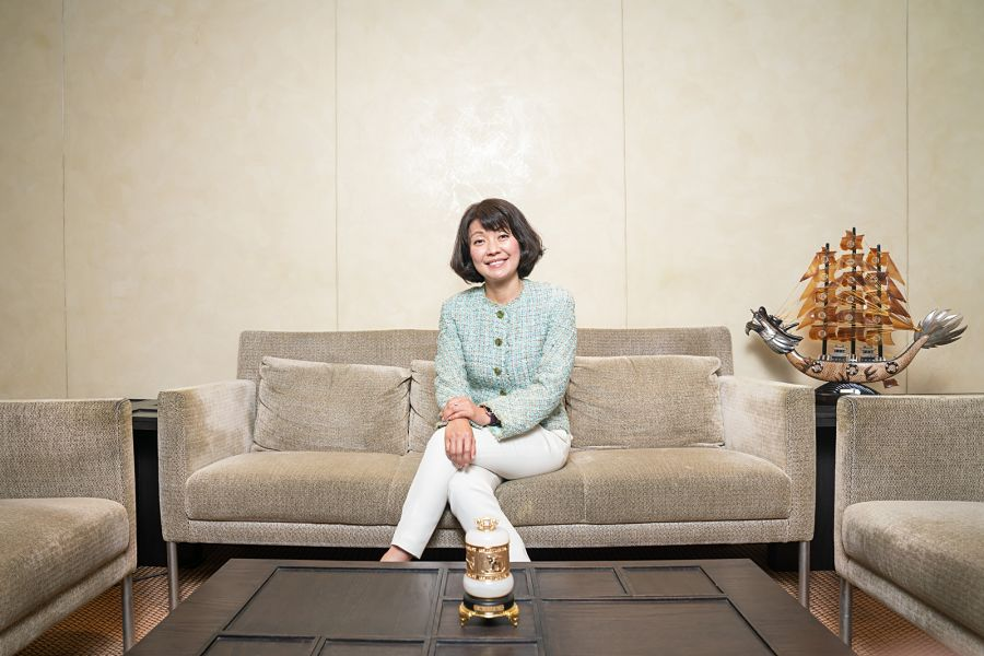 Female bankers take lead as financial companies target