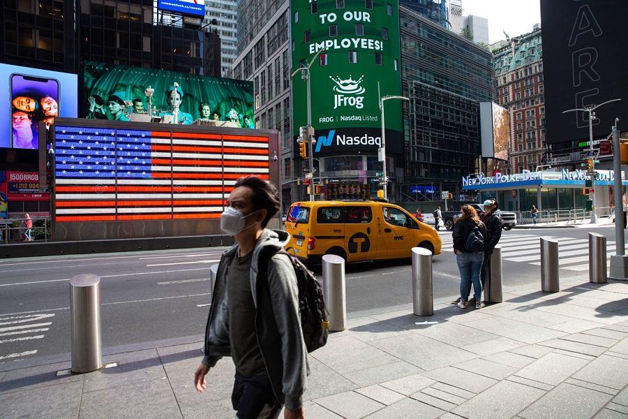Speculators reverse big Nasdaq short
