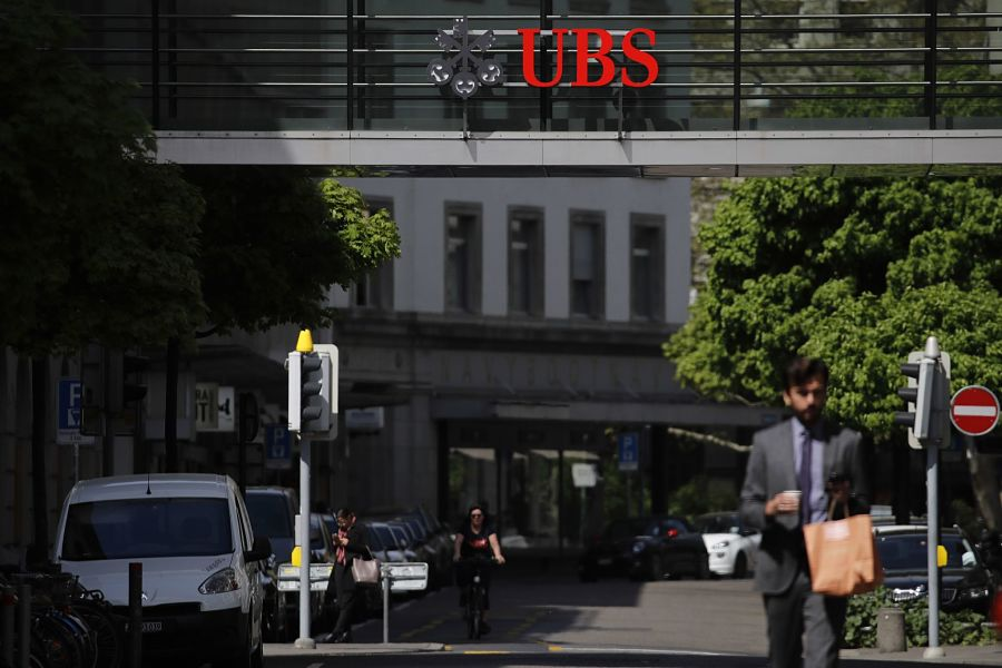 UBS to boost fixed pay, cut bonuses