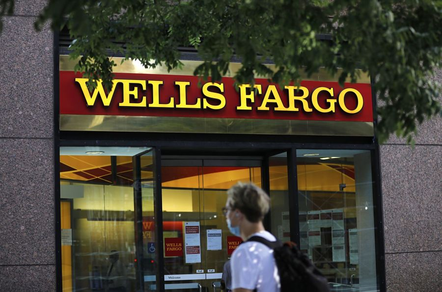 Wells Fargo cuts 'sizable group' of advisers after profits slump