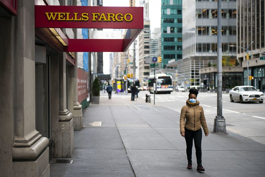 Wells Fargo reports another sharp annual decline in advisers
