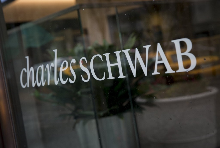 Schwab's $200 million charge points toward conflicts with cash spreads