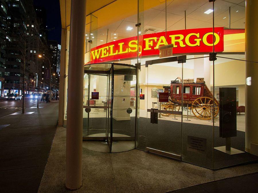 Wells Fargo adviser head count slips 8% year over year