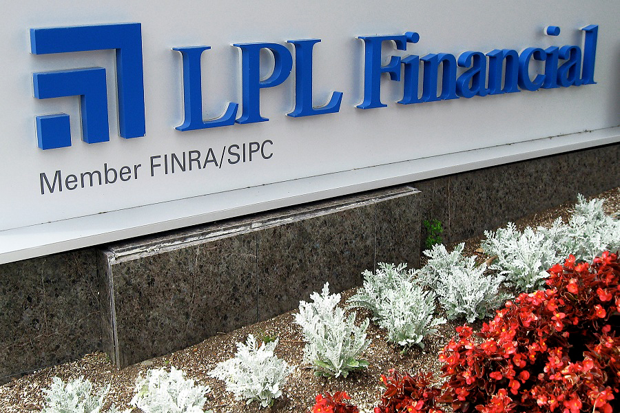 LPL adds 385 advisers in record-setting first quarter