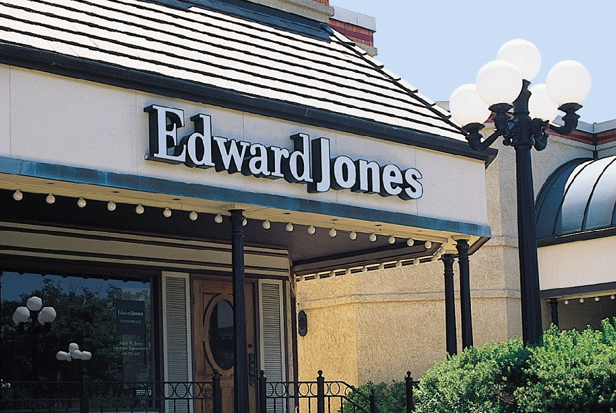 Edward Jones eyes new advisers with targeted hiring