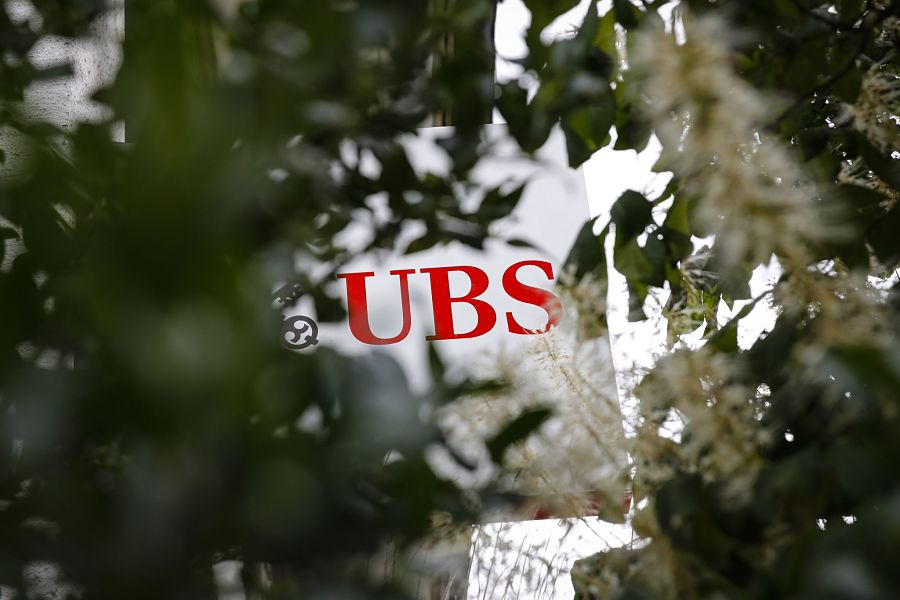 Weber says UBS should consider a chairwoman when he leaves