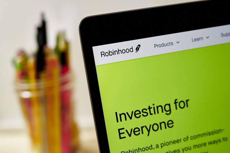 Robinhood makes public debut after wild year