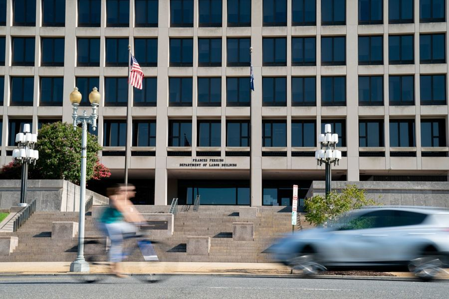 Delaying DOL fiduciary rule would give small RIAs time  to comply