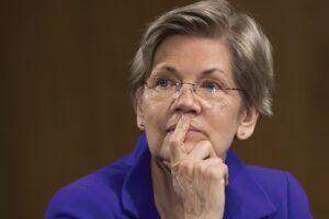 Warren asks the Fed to break up Wells Fargo